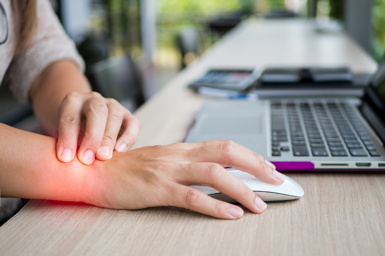 An image highlighting wrist pain while using a mouse.